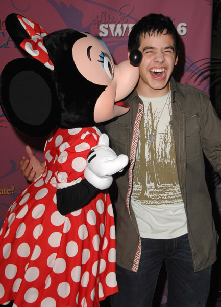 david archuleta and miley cyrus dating Ok peoples if david archuleta and miley cyrus would go out i would be ok with that dont you think i mean comeo n he has to move on there are a millions of girls out there who love him and wish to date him and we all wish that but all actors and famouse people go out with other famous people i mean its true so dont get jelouse if.