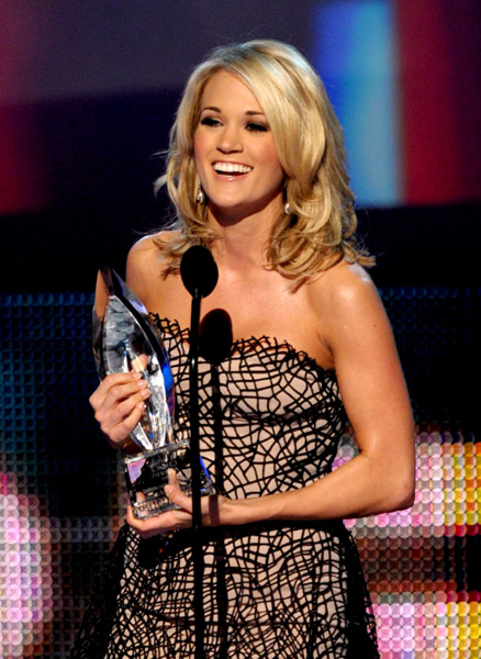 Who are some of the popular American female country artists from the 2010s?