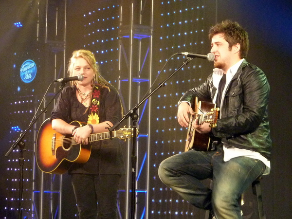 Lee DeWyze e Crystal Bowersox do American Idol no Ford Day